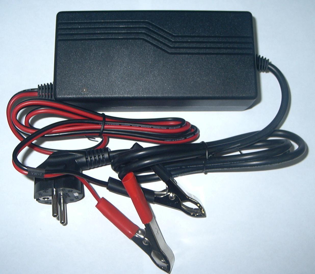 Зарядное устройство для аккумуляторов Ritar RT05