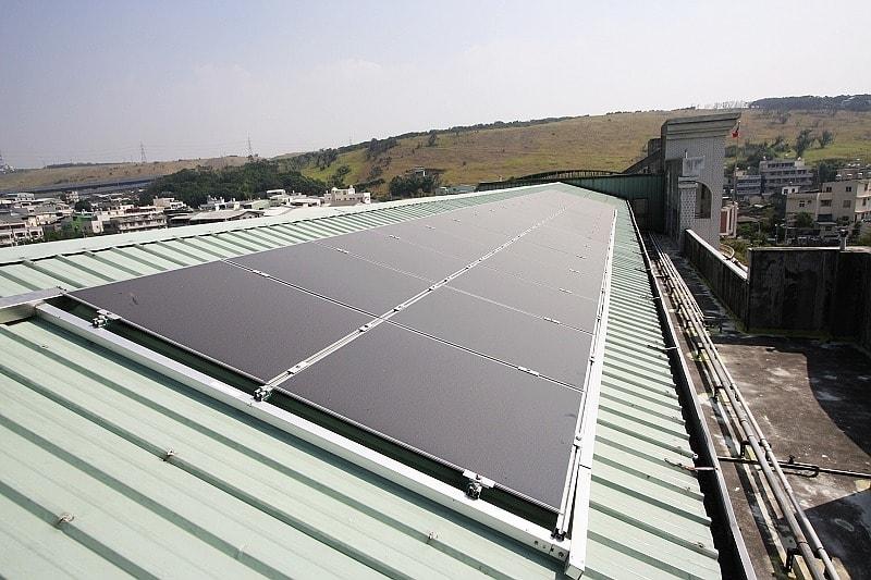 Пример солнечной батареи с аморфными кремниевыми модулями