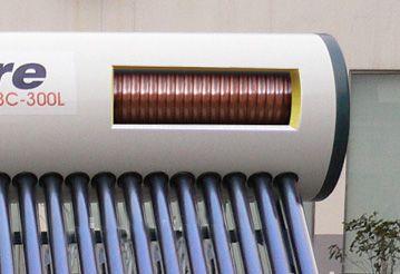 Внутреннее устройство солнечного коллектора с баком - внутри высокоэффективный теплообменник из меди